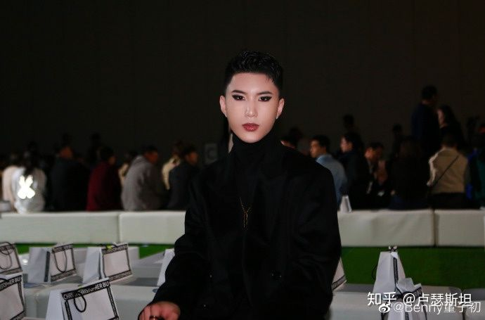 B站美妆博主benny(董子初)内涵李佳琦事件